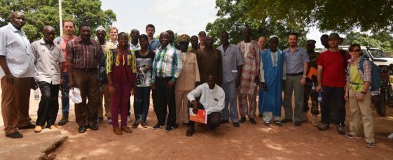 Group photo of the Bill & Melinda Gates Foundation/STARS delegation meeting with Governor Sylla (Molobala), the mayors of Koningue and Nafanga, and town council members in Sukumba, Mali, Oct. 6, 2015.